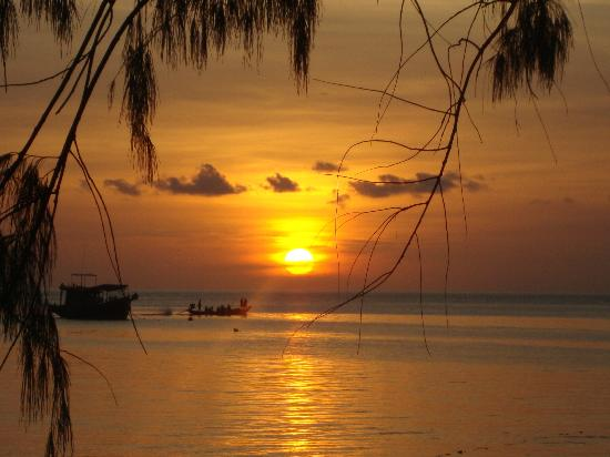 Sairee Cottage Resort: Sunset from OB6 bungalow
