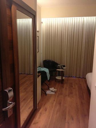 Emily's Hotel: Ingresso camera standard