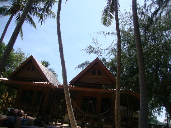 Sairee Cottage Resort: Sunbathing area