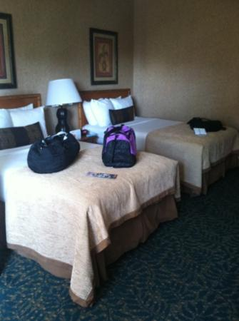 Best Western Plus Park Place Inn - Mini Suites: The beds were comfy!