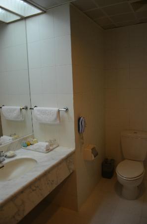 Wan Nian Grand Hotel: bathroom