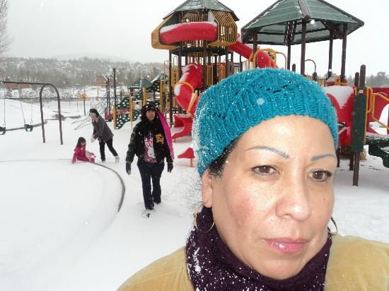 Rainbow Park: mama tried of getting attack by snow balls
