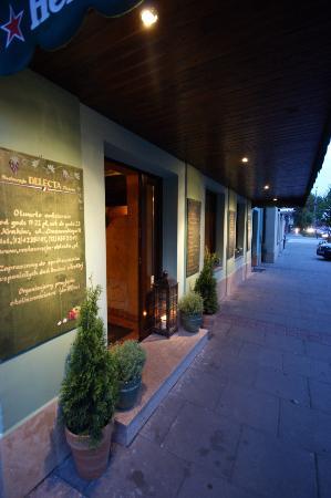 Apartamenty Delecta : Wejście do restauracji Delecta
