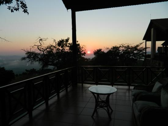 Pakamisa Private Game Reserve: Sunrise from our luxurious room