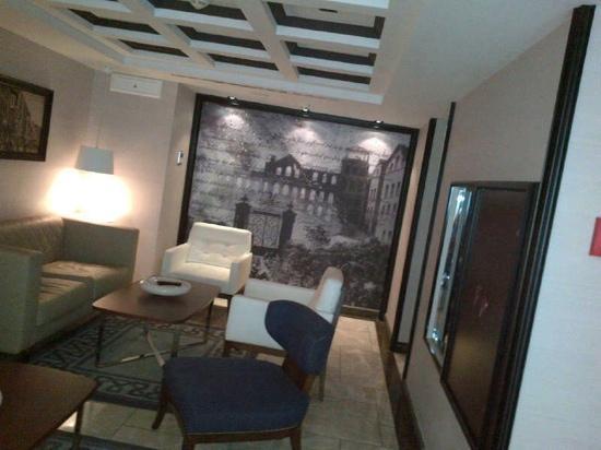La Villa Hotel: lobby