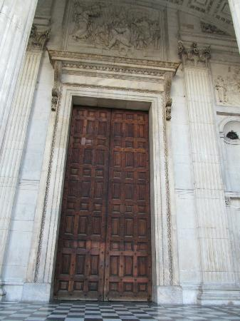 St. Paulu0027s Cathedral Main Door & Main Door - Picture of St. Paulu0027s Cathedral London - TripAdvisor pezcame.com