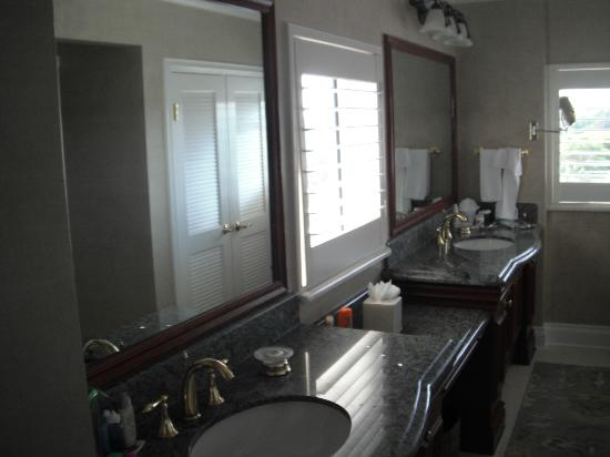 Pier House Resort & Spa: Double sink bathroom