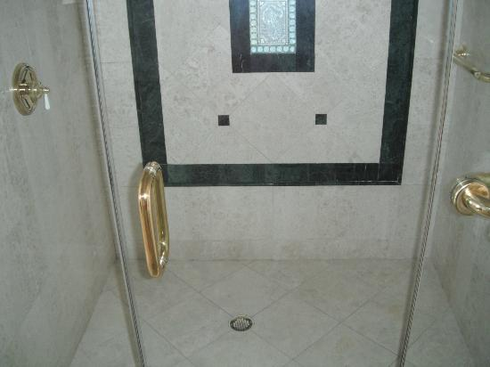 Pier House Resort & Spa: Shower