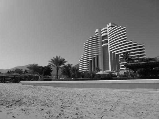 Le Meridien Al Aqah Beach Resort : from the beach