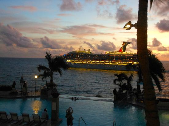 Marriott's Frenchman's Cove: Cruise ship leaving at night