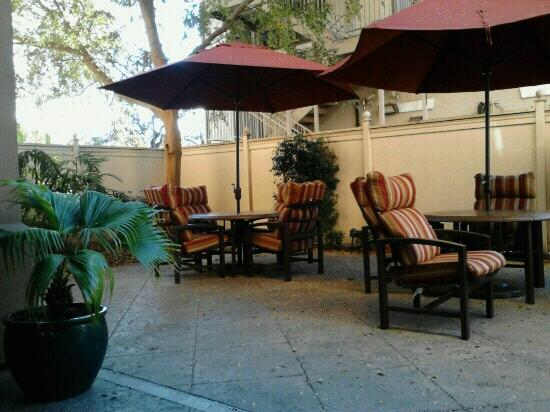 Hampton Inn New Orleans - St Charles Ave / Garden District : Outdoor area
