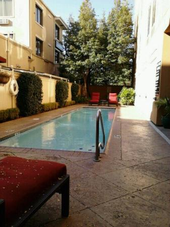 Hampton Inn New Orleans - St Charles Ave / Garden District : Pool