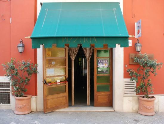 Il Tempio dei Gusti: L'ingresso Pizzeria