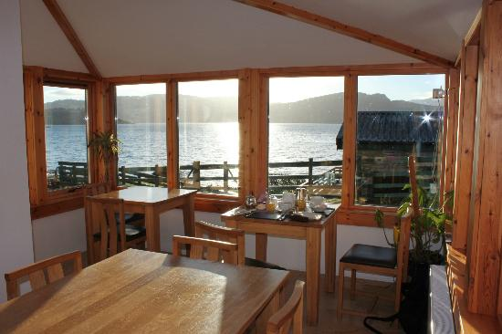 Balmacara Mains Guesthouse: Breakfast porch/conservatory