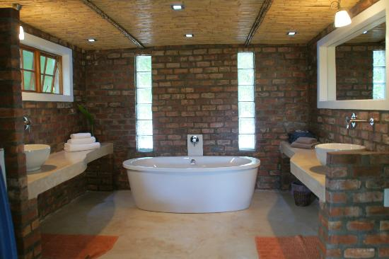 Fraai Uitzicht 1798: badkamer in lodge shiraz