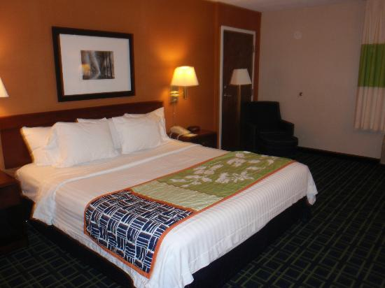 Fairfield Inn Burlington Williston: King Bed