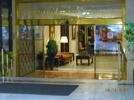 Hotel Becquer: la hall vista dall'esterno