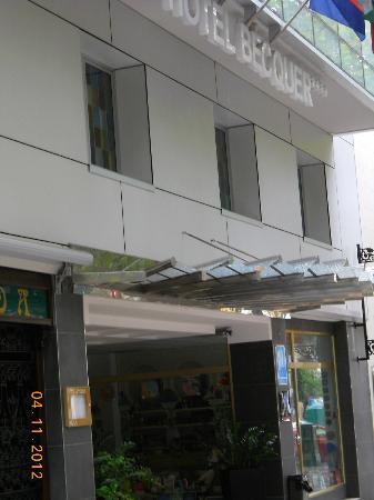 Hotel Becquer: l'ingresso