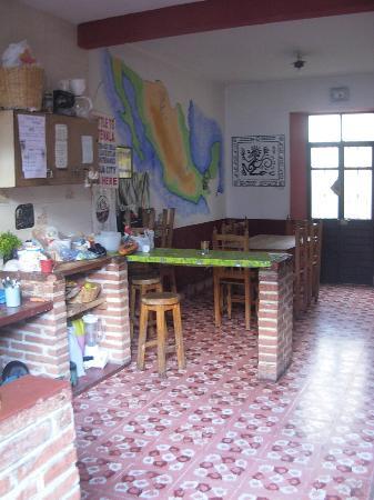 Hostel Qhia : cocina/comedor