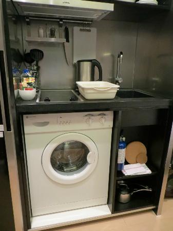 V Causeway Bay Serviced Apartments: lengthy washing cycle