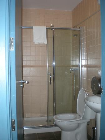 Pension La Montorena: baño privado