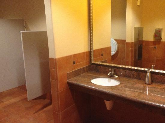 Holiday Inn Express Hotel & Suites Las Cruces: Bathrooms are spotless
