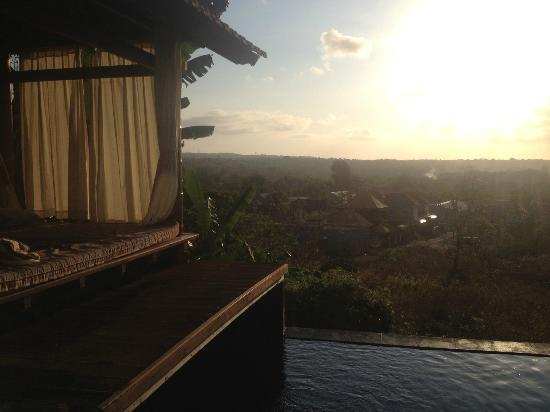 Jimbaran Cliffs Private Hotel & Spa: private cabana with magnificent view