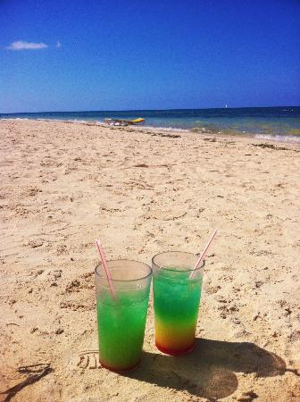 Iberostar Rose Hall Beach Hotel: Bob Marley drinks on the beach!