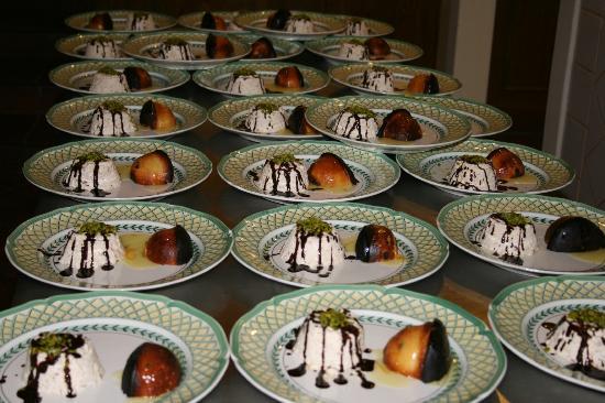 Villa Euchelia: semifreddo al torrone con pistacchio di Bronte panettone all'arancia