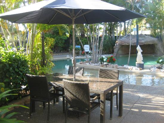 Grange Resort Hervey Bay: Modern Outdoor Furniture