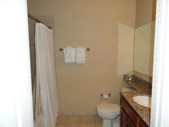 WorldQuest Orlando Resort: 2nd bathroom