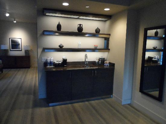 Hyatt At Olive 8: Luxury King Suite - Wet Bar