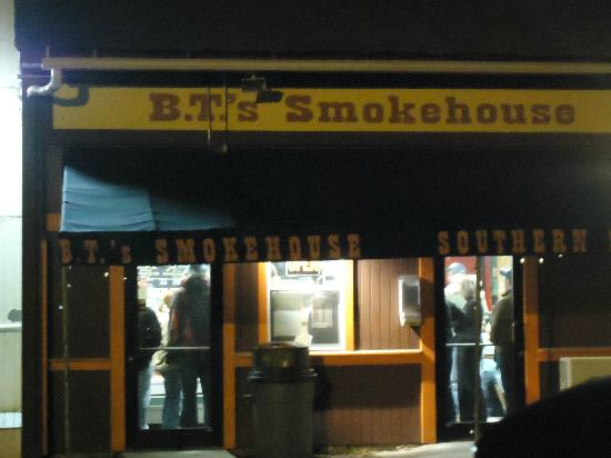 B.T.'s Smokehouse: front of restaurant