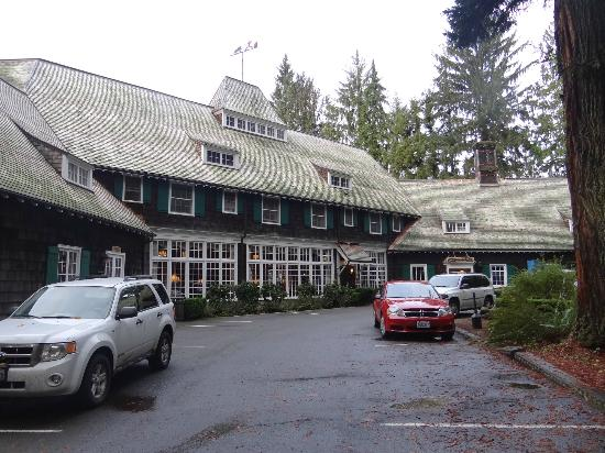 Lake Quinault Lodge: Front Entrance to Lodge