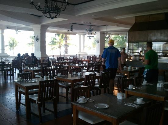 Hotel Riu Palace Las Americas: part of the buffet room