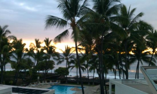 Wyndham Royal Sea Cliff: Hawaiian Sunset from the Balcony of Unit 310