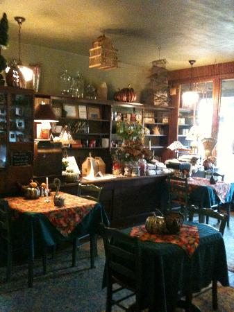 The Inn at Irish Hollow: Dining Area/Gift Shop