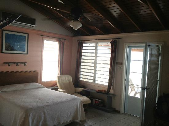 LemonTree Oceanfront Cottages: Our Bedroom