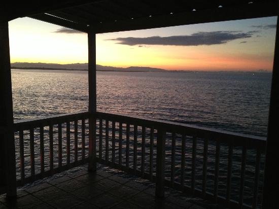LemonTree Oceanfront Cottages: Sunrise in our private balcony