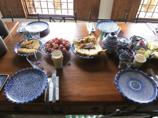 Dar Seffarine: breakfast spread on communal table