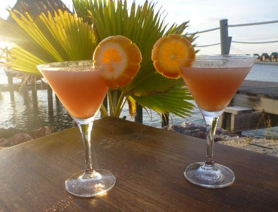 Likuliku Lagoon Resort: Cocktails at sunset