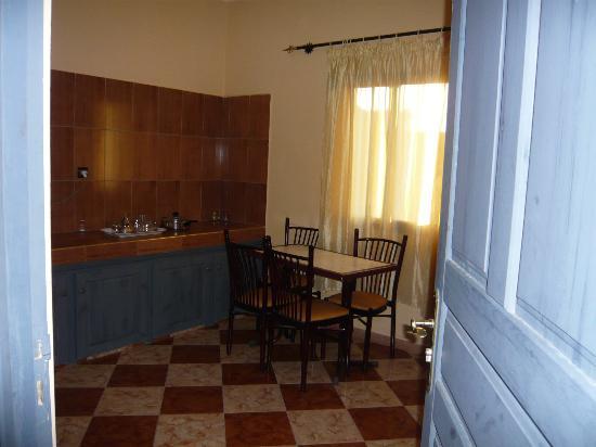 Residence Rosas : Vue partielle de la cuisine