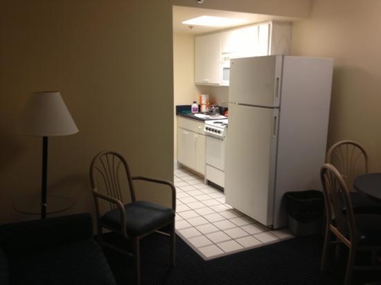 Flamingo Motel: den looking toward kitchen
