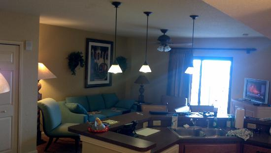Wyndham Bonnet Creek Resort: View of living from dining, through kitchen