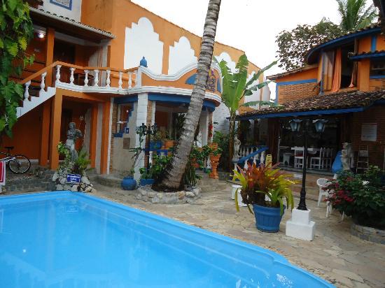 Arraial d'Ajuda Hostel: piscina