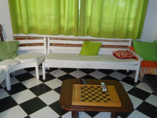 Arraial d'Ajuda Hostel: sala de jogos