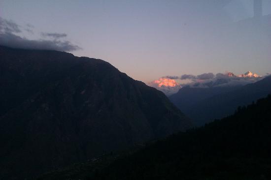 Devi Darshan Lodge: nanda devi during dusk