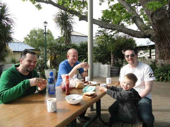 Hastings Top 10 Holiday Park: Having Breakfast