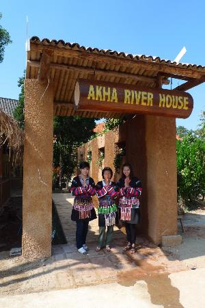 Akha River House: entrance
