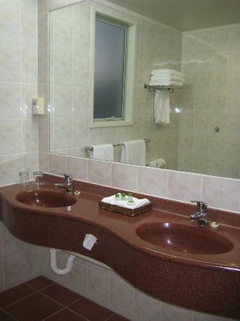 Rydges Rotorua: Bathroom